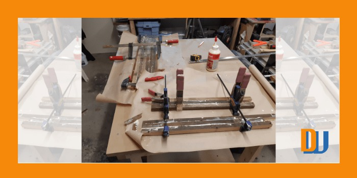 Glue assembly of wood for mirror frame